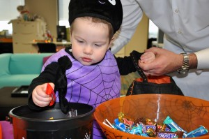 Dallas Moms Blog Halloween candy trick or treating