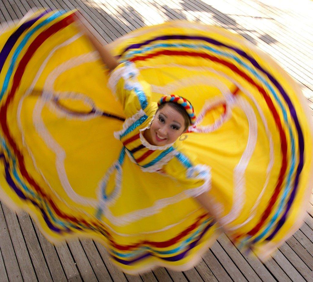 Fiesta-Noche-del-Rio-2008-Dancer_Tags_Culture_Music_La-Villita