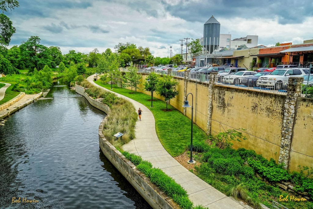 riverwalk-run-bob-howen-visitsanantonio